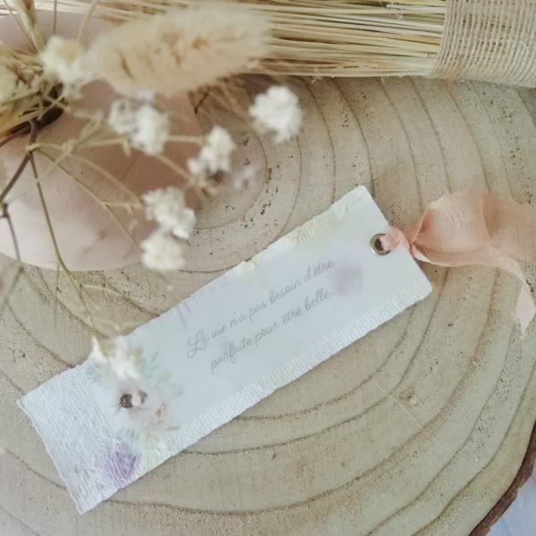 marque-page fleuri en papier recyclé